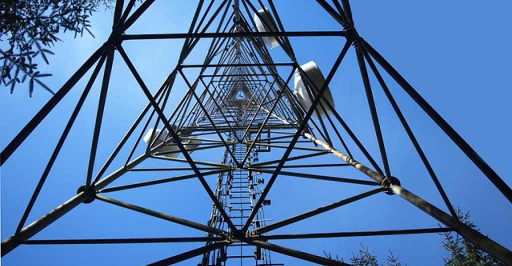 All along the cell tower: where to place edge and micro data centers?